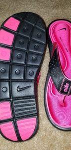 Nike cushioned sandals
